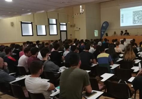 Sesión de acogida de los estudiantes nuevos en la EPSEVG